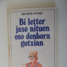 Libros: BI LETTER JASO NITUEN OSO DENBORA GUTXIAN - BERNARDO ATXAGA. Lote 55825271