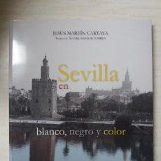Libros: SEVILLA EN BLANCO NEGRO Y COLOR, JESUS MARTIN CARTAYA. Lote 108907024
