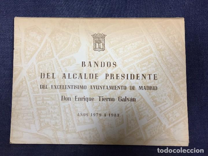 BANDOS DEL ALCALDE PRESIDENTE DEL EXCELENTÍSIMO AYTO MADRID TIERNO GALVÁN 1979 1983 (Libros sin clasificar)