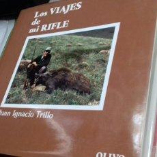 Libros: LOS VIAJES DE MI RIFLE.JUAN IGNACIO TRILLO.DEDICADO.1990. Lote 120935782