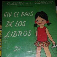 Libros: EL MUNDO DE LAS SORPRESAS EN EL PAIS DE LOS LIBROS. Lote 130900697