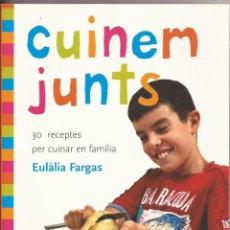 Libros: CUINEM JUNTS. 30 RECEPTES PER CUINAR EN FAMÍLIA. EULÀLIA FARGAS. ED. MOLINO, 2007. Lote 131092776