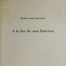 Libros: STEVENSON, ROBERT LOUIS. A LA LUZ DE UNA LINTERNA. 2002.. Lote 139292610