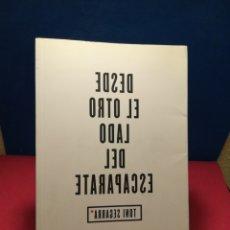 Libros: DESDE EL OTRO LADO DEL ESCAPARATE - TONI SEGARRA - ESPASA, 2009. Lote 148135117