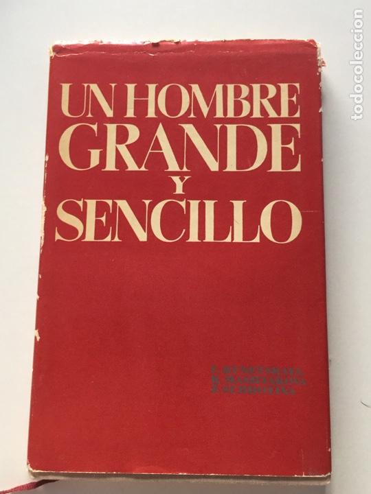 UN HOMBRE GRANDE Y SENCILLO. EN EL DESPACHO Y LA VIVIENDA DE V.I. LENIN EN EL KREMLIN. - KUNETSKAYA (Libros sin clasificar)