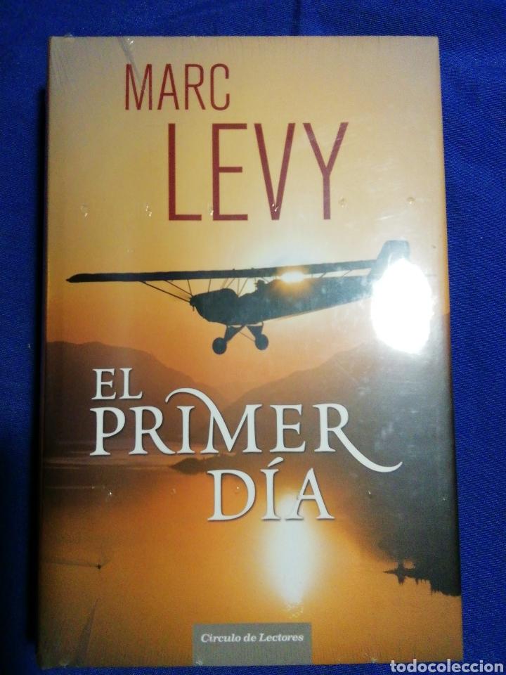 NUEVO EN EL PLÁSTICO!! EL PRIMER DÍA. MARC LEVY. TAPA DURA (Libros Nuevos - Literatura - Narrativa - Aventuras)