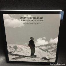 Libros: LOS INICIOS DEL ESQUÍ EN EL VALLE DE ARÁN. FOTOGRAFIAS DE ALEJANDRO ATIENZA.. Lote 195342800