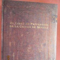 Libros: EL LIBRO DE PRIVILEGIOS DE LA CIUDAD DE SEVILLA - M. FERNÁNDEZ/P. OSTOS/M. L. PARDO - 1993. . Lote 195514576