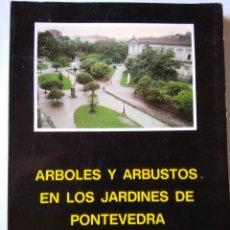 Libros: ÁRBOLES Y ARBUSTOS EN LOS JARDINES DE PONTEVEDRA. Lote 206575116
