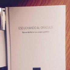 Libros: ESCUCHANDO AL ORÁCULO, WARREN BUFFET EN SUS PROPIAS PALABRAS. Lote 207264863