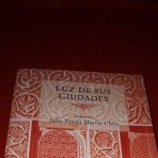 Libros: LUZ DE SUS CIUDADES: HOMENAJE A JULIO PORRES MARTÍN-CLETO. Lote 208164387