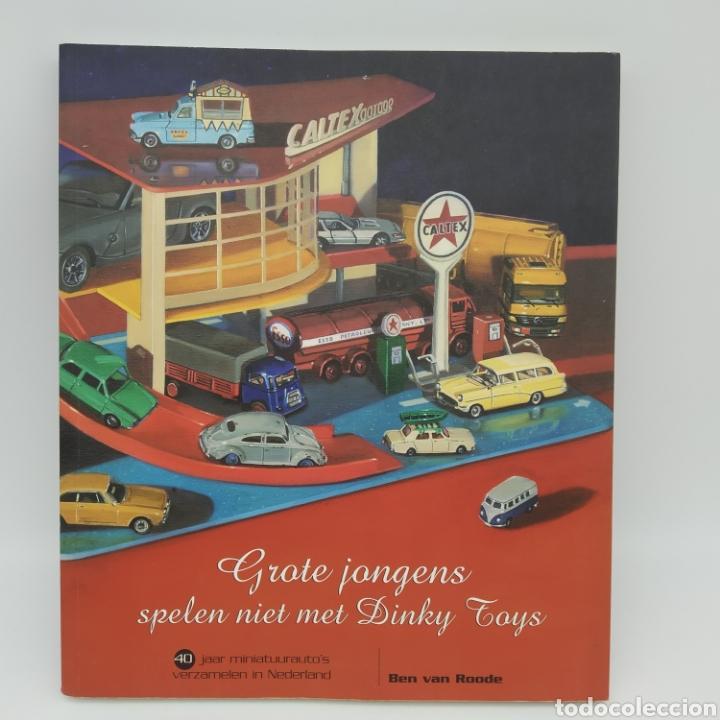 """""""LOS CHICOS MAYORES NO JUEGAN CON DINKY TOYS"""" AÑO 2005 (Libros sin clasificar)"""