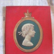 Libros: HER MOST GRACIOUS MAJESTY ELISABETH II. HOMENAJE CON MOTIVO DE SU CORONACION. EJEMPLAR Nº 50.. Lote 212906276