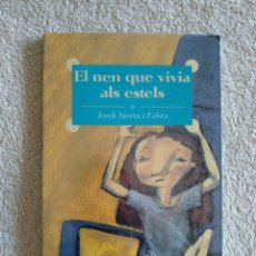 Libros: EL NEN QUE VIVIA AL ESTELS (NUEVO). Lote 220752883