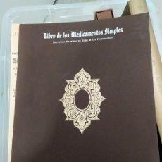 Libros: LIBRO DE LOS MEDICAMENTOS SIMPLES LAMINAS MOLEIRO. Lote 221626090