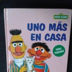 Libros: BARRIO SÉSAMO: UNO MAS EN CASA - ISIDRO SANCHEZ. Lote 236222825