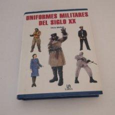 Libros: UNIFORMES MILITARES DEL SIGLO XX - LIBSA - CHRIS MCNAB. Lote 258158000