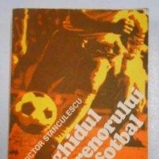 Libros: GHIDUL ANTRENORULUI DE FOTBAL. VICTOR STANCULESCU. LIBRO ENTRENADORES DE FUTBOL EN RUMANO. TDK112 -. Lote 263163790