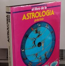 Libros: EL LIBRO DE LA ASTROLOGÍA PRÁCTICA - MARIO PALTRINIERI Y OTROS. Lote 268315284
