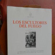 Libros: LOS ESCULTORES DEL FUEGO - ANTONIO ARIÑO - ARTISTAS FALLEROS - VALENCIA 1993.. Lote 269347078