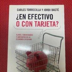 Libros: ¿EN EFECTIVO O CON TARJETA? CARLES TORRECILLA Y JORDI BASTÉ. 2010, PLANETA.. Lote 269789443