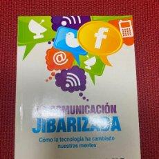 Libros: LA COMUNICACIÓN JIBARIZADA. PASCUAL SERRANO. PENÍNSULA, 2013.. Lote 269790143