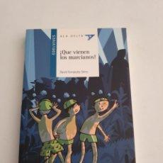 Libros: QUE VIENEN LOS MARCIANOS EDITORIAL EDELVIVES ESTADO NUEVO MAS ARTICULOS. Lote 270977298