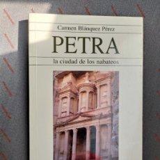 Libros: PETRA LA CIUDAD DE LOS NABATEOS CARMEN BLANQUEZ PEREZ. Lote 288231973
