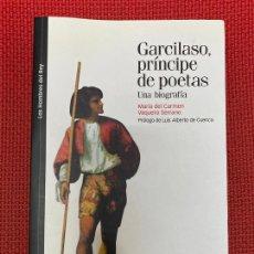 Libros: GARCILASO, PRÍNCIPE DE POETAS. MARÍA DEL CARMEN, VAQUERO SERRANO. MARCIAL PONS, CEEH, 2013.. Lote 295989263