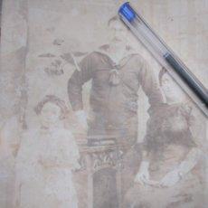 Líneas de navegación: FOTO ANTIGUA DÉCADA 1890 O 1900. MARINERO DE LA COMPAÑÍA TRANSATLÁNTICA CON SU FAMILIA.. Lote 168296936