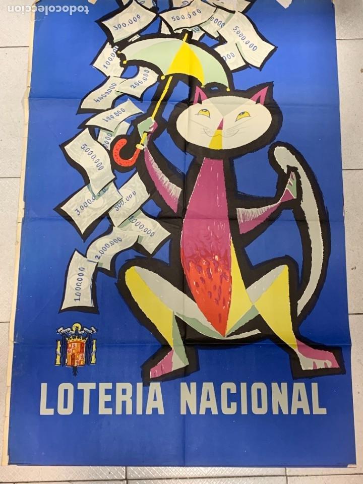 CARTEL LOTERIA NACIONAL 1958 GATO PARAGUAS 71CMS (Coleccionismo - Lotería Nacional)