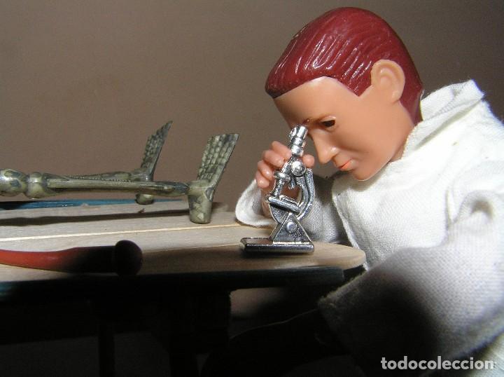Madelman: Madelman MDE. Serie policía. Criminología.CSI. Antropólogo forense con mesa, esqueleto y microscopio - Foto 2 - 130317750