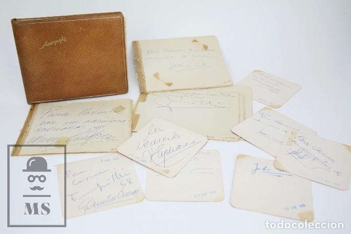 LIBRETA DE LOS AÑOS 60 CON MULTITUD DE AUTÓGRAFOS DE ARTISTAS Y JUGADORES DE FÚTBOL DE LA ÉPOCA (Coleccionismo - Documentos - Manuscritos)