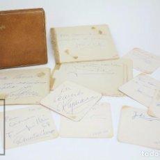 Manuscritos antiguos: LIBRETA DE LOS AÑOS 60 CON MULTITUD DE AUTÓGRAFOS DE ARTISTAS Y JUGADORES DE FÚTBOL DE LA ÉPOCA. Lote 90522625