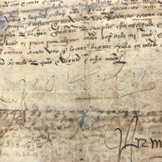 Manuscritos antiguos: FIRMA DE CARLOS V. TOLEDO 1528. MERCED REAL PARA LLEVAR ARMAS OFENSIVAS Y DEFENSIVAS.. Lote 205829330