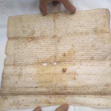 Manuscritos antiguos: MANUSCRITO MEDIEVAL EN PIEL SIGLO XIV CON DOS FIRMAS TAMAÑO 29 X 28 CM.. Lote 216471613
