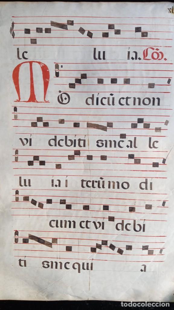 Manuscritos antiguos: HOJA CANTORAL PERGAMINO - PARTITURA MUSICAL - 3 COLORES - DOBLE CARA - GRAN FORMATO - 56x40cm - Foto 13 - 217173225