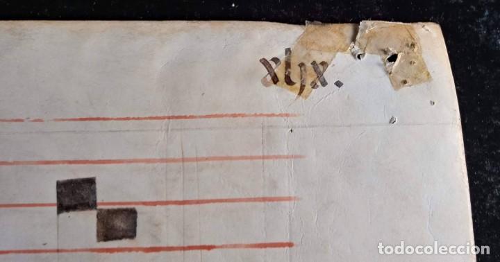 Manuscritos antiguos: HOJA CANTORAL PERGAMINO - PARTITURA MUSICAL - 3 COLORES - DOBLE CARA - GRAN FORMATO - 56x40cm - Foto 15 - 217173225