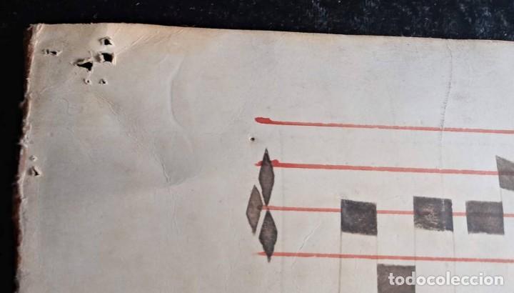 Manuscritos antiguos: HOJA CANTORAL PERGAMINO - PARTITURA MUSICAL - 3 COLORES - DOBLE CARA - GRAN FORMATO - 56x40cm - Foto 17 - 217173225
