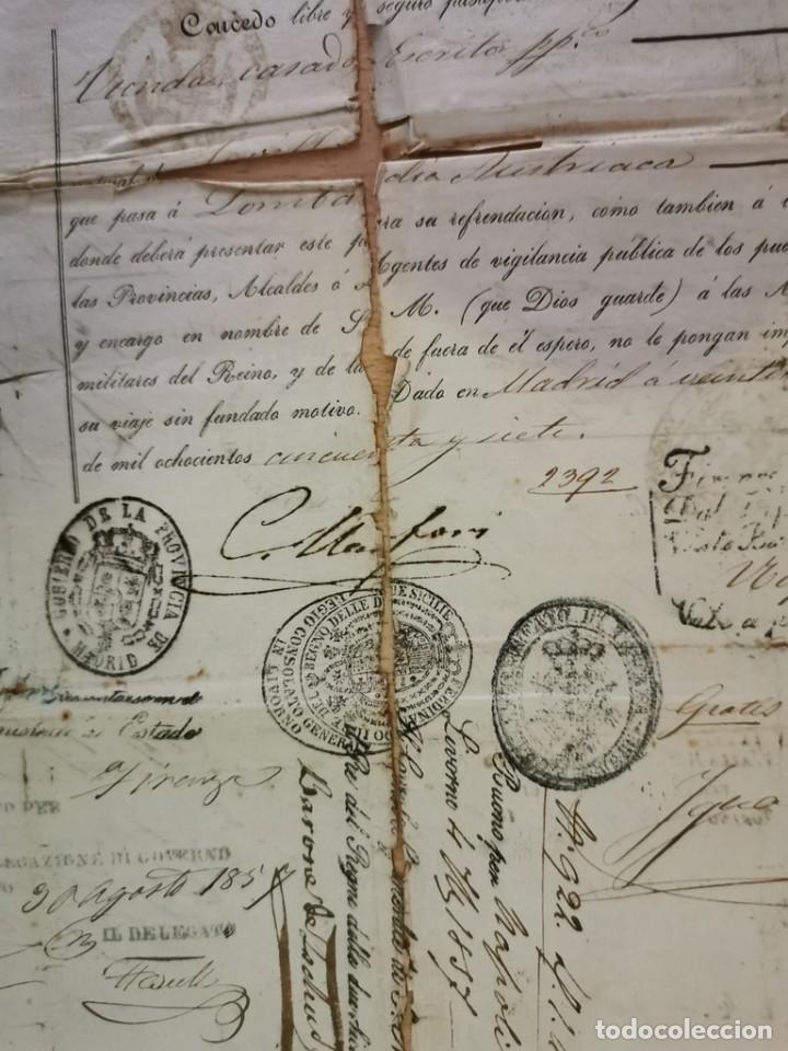 Manuscritos antiguos: MADRID, 1857, ESPECTACULAR PASAPORTE FIRMADO POR CARLOS MARFORI, GOBERNADOR, AMANTE DE ISABEL II - Foto 3 - 219963495