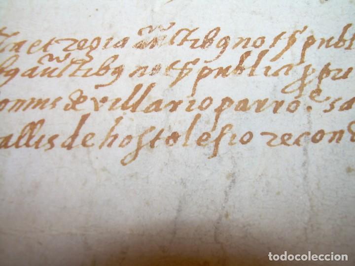 Manuscritos antiguos: ANTIGUA ESCRITURA DE PERGAMINO AÑO 1590 - GERONA - BESALU - VALLE DE OSTOLESIO. - Foto 10 - 224073383