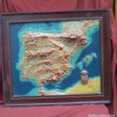 Mapas contemporáneos: MAPA DE ESPAÑA EN RELIEVE,ESTA HECHO EN IESO Y ES DE LOS AÑOS 40. Lote 68190561