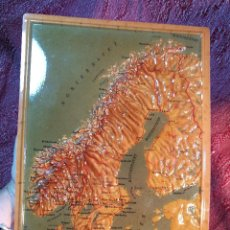 Mapas contemporáneos: MAPA ESCOLAR COLEGIO ESCANDINAVIA -LÁMINA DE PLÁSTICO EN RELIEVE. EDIZIONE RICO FIRENZE. AÑOS 60.. Lote 137349270