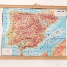 Mapas contemporáneos: ANTIGUO MAPA ESCOLAR FÍSICO ESPAÑA DE PARED. AÑO 1959. LIBRERÍA Y CASA EDITORIAL HERNANDO. MADRID. Lote 178354958