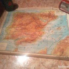 Mapas contemporáneos: ANTIGUO MAPA FISICO DE ESPAÑA AÑO 1959 PROVIENE DE ANTIGUO COLEGIO. MEDIDAS 66X50 CMS. Lote 199849975
