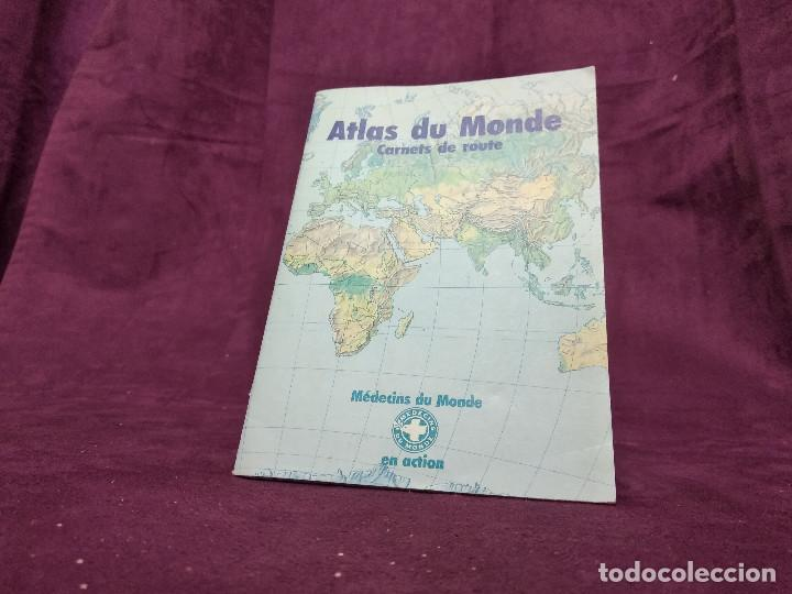 MAPA ATLAS DU MUNDE, MEDICOS EN ACCIÓN, PARIS, 13 X 18 CMS. (Coleccionismo - Mapas - Mapas actuales (desde siglo XIX))