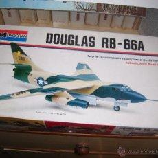 Maquetas: DOUGLAS RB-66A, MONOGRAM 1/72. Lote 45777012