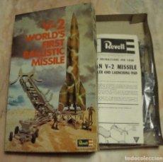 Maquetas: (TC-48) MAQUETA MISIL V-2 WORLD'S FIRST BALLISTIC MISSILE REVELL NUEVO. Lote 92021282