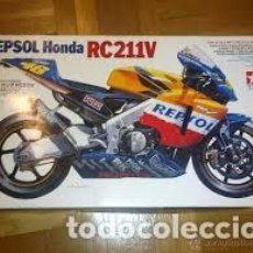 Maquetas: TAMIYA - REPSOL HONDA RC211V MOTO GP 2002 CHAMPION MACHINE 14092 1/24. Lote 103547347