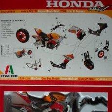 Maquetas: ITALERI - HONDA RC212V REPSOL HONDE TEAM 2007 RIDER D.PEDROSA 40654 1/9. Lote 110419155